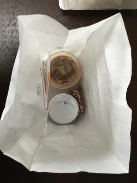 コメダ珈琲店のドリンクのテイクアウト用袋の画像