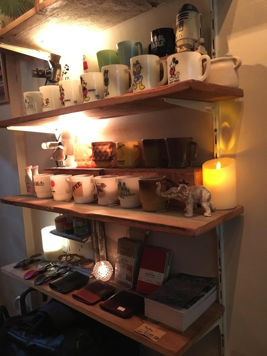 COFFEE BAR mellowの雑貨陳列の画像
