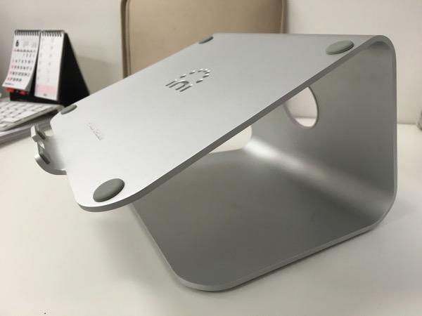 Spinidoアルミニウム製MacBook/SONY/SAMSUNGノートPC スタンドsilverのイメージ画像