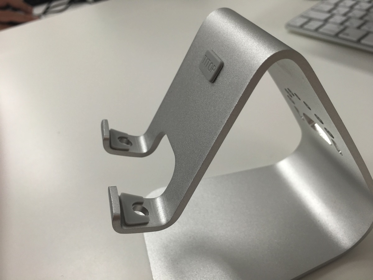 SpinidoTI-APEX Series」iPhone対応のデスクスタンド の横側からの画像