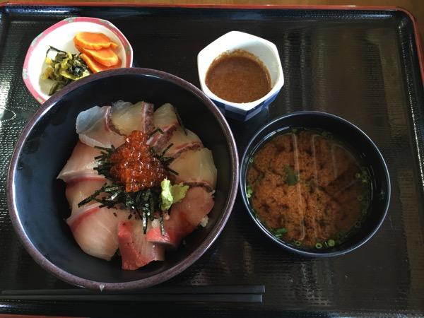 鯛ブリイクラ丼の正面からの画像