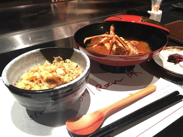 ガーリックチャーハンと伊勢海老の味噌汁の画像