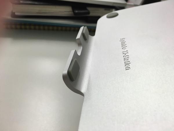 Spinidoアルミニウム製MacBook/SONY/SAMSUNGノートPC スタンドsilverのフックのゴムスタンドの画像