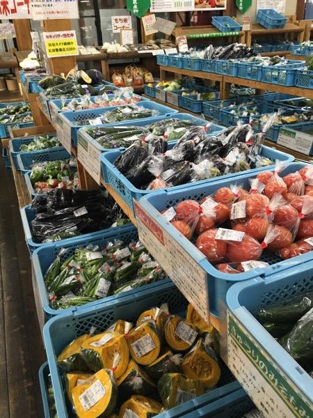 道の駅うきはの店内に並ぶ野菜の画像