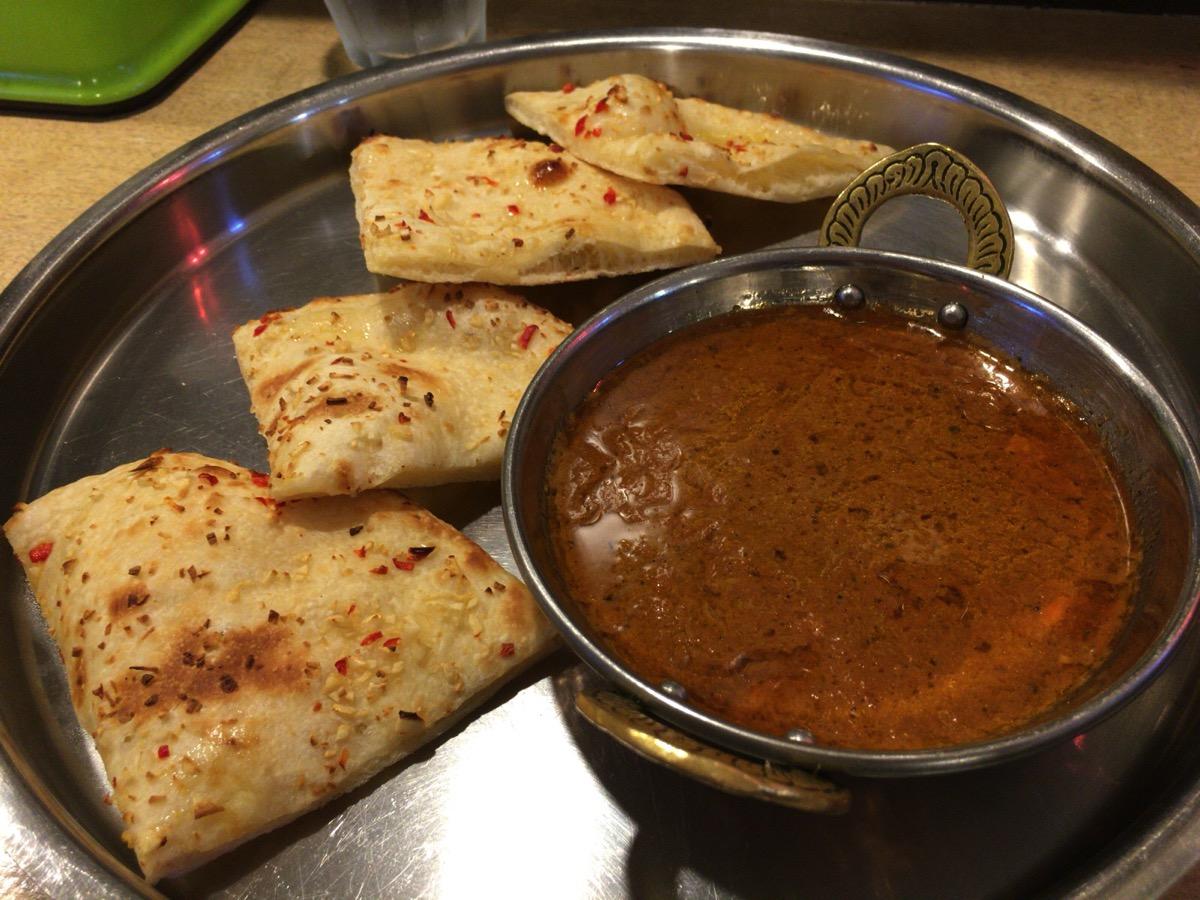 インドレストラン アラジンのカレーとナン