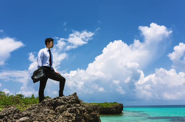 大規模案件を終わらせに南の島にやってきたプロジェクトリーダーのような画像
