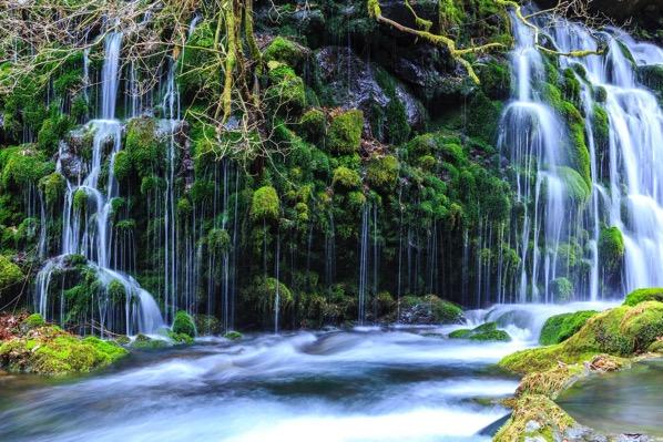 美しい滝の画像