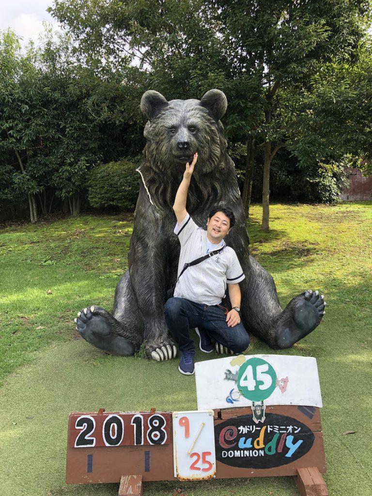 カドリードミニオンのクマのモニュメントの画像